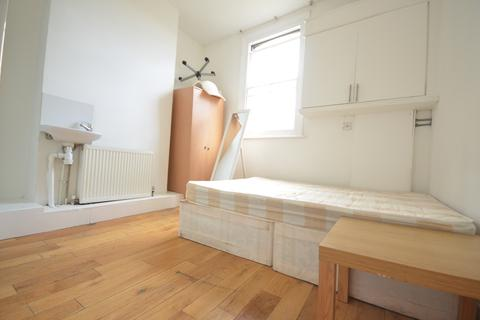 1 bedroom in a flat share to rent - Burdett Road , London  E3