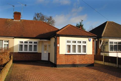 3 bedroom bungalow for sale - Queens Gardens, Upminster, RM14
