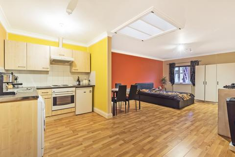 Studio for sale - Blenheim Road London SE20