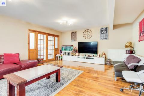 6 bedroom townhouse for sale - Manor Road, Chadwell Heath, RM6 4LL