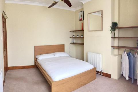 2 bedroom terraced house to rent - Corporation Street,  London, E15