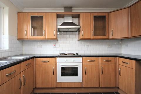 2 bedroom flat to rent - Butteridges Close, Dagenham, RM9