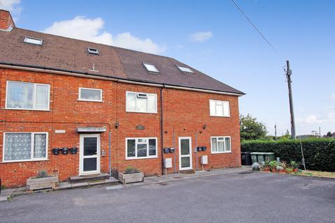 2 bedroom flat to rent - Edward Road, Alton