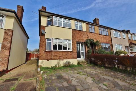 3 bedroom end of terrace house for sale - Glenton Way, Romford, RM1
