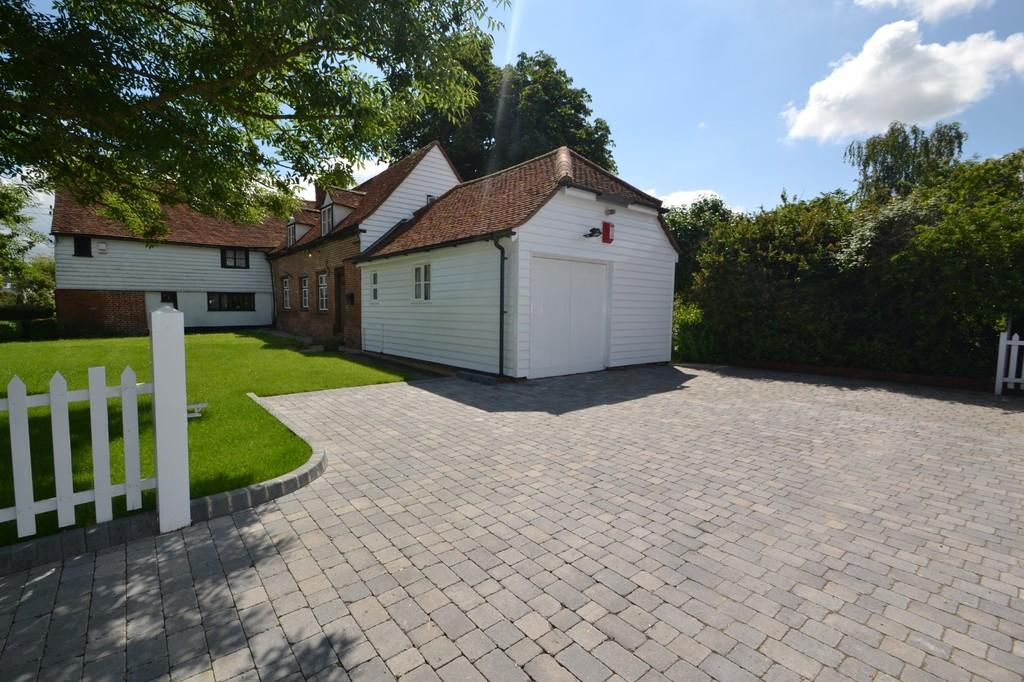 3 Bedrooms Semi Detached House for sale in The Street, Latchingdon