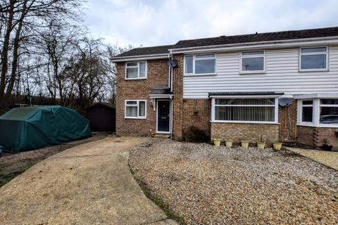5 bedroom semi-detached house for sale - Pemberton Close, Aylesbury
