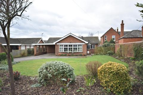 3 bedroom detached bungalow for sale - High Street, Collingham, Newark