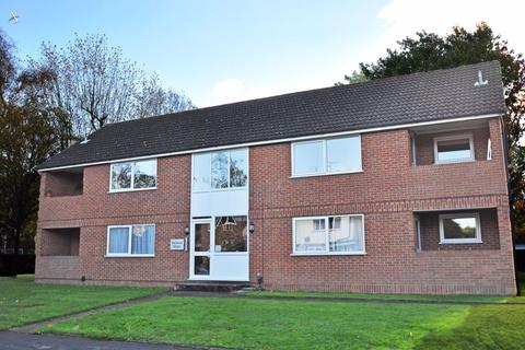 2 bedroom apartment to rent - Ray Park Road, Maidenhead