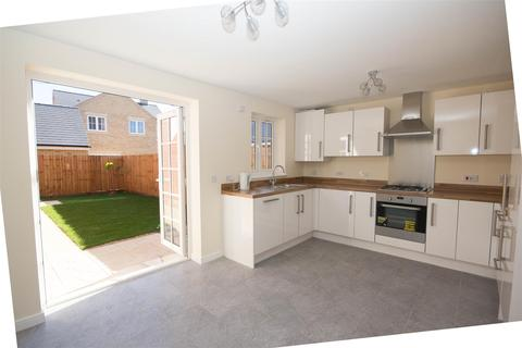 3 bedroom semi-detached house to rent - Auralia Close, Berryfields, Aylesbury