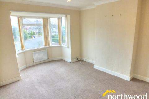3 bedroom flat to rent - Bavington Drive, Fenham, Newcastle upon Tyne, NE5 2HS