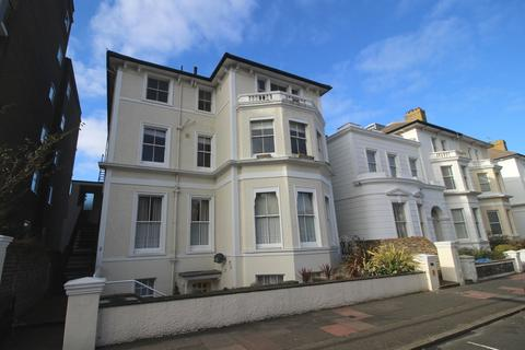 3 bedroom flat to rent - Chiswick Place, Lower Meads, Eastbourne BN21