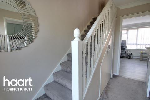 2 bedroom flat for sale - Victor Walk, Hornchurch