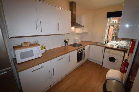 3 bedroom terraced house to rent - Hunter House Road, Sheffield S11
