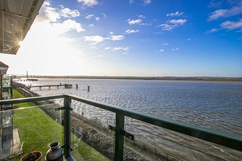 3 bedroom penthouse for sale - Harrisons Wharf, Purfleet, RM19