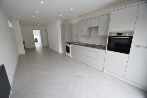 1 bedroom apartment to rent - Friars Way, London