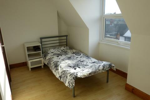 Studio to rent - GOLDERS GREEN ROAD, LONDON, NW11