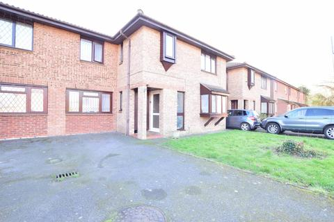 6 bedroom terraced house to rent - Robins Close, Uxbridge, Middlesex UB8 2LF