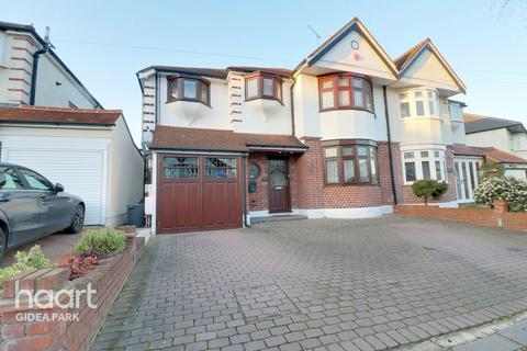 4 bedroom semi-detached house for sale - Netherpark Drive, Romford