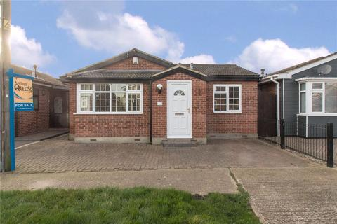 2 bedroom bungalow for sale - Keer Avenue, Canvey Island, SS8