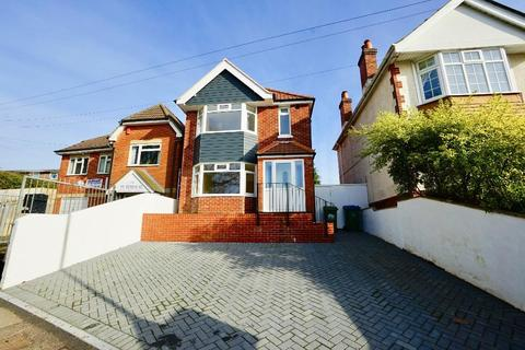 3 bedroom detached house for sale - Archery Road, Weston, Southampton, SO19 9GG