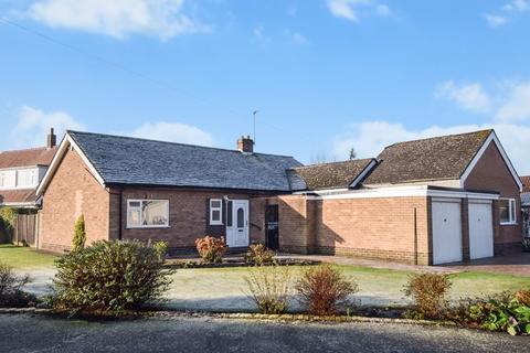 3 bedroom detached bungalow for sale - Buckingham Avenue, Farnworth