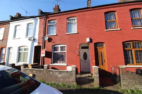 3 bedroom terraced house - CHAIN FREE PROPERTY on Spencer Road