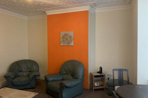 4 bedroom house share to rent - Bayswater Crescent, Leeds,