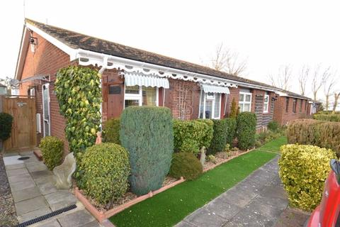 2 bedroom semi-detached bungalow for sale - Echo Walk, Minster