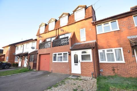 4 bedroom townhouse to rent - Marsom Grove, Luton