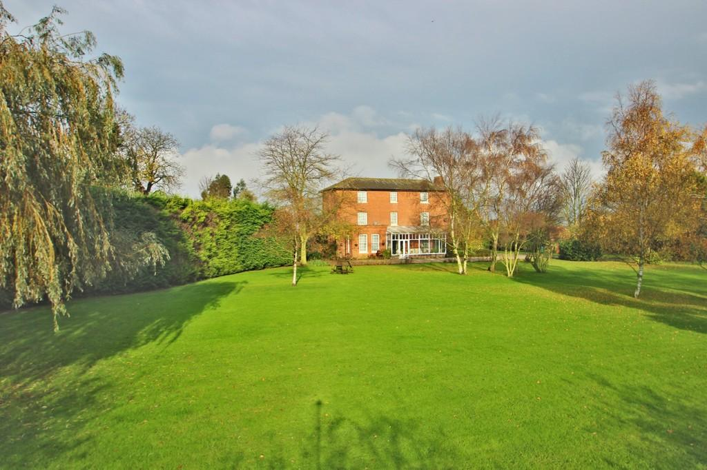 8 Bedrooms Detached House for sale in Hall Road, Asheldham, Southminster