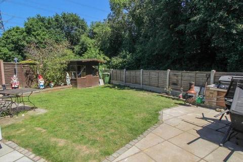 2 bedroom end of terrace house for sale - Royal Oak Drive, Wickford, Essex, SS11