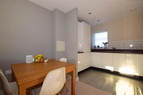 1 bedroom ground floor flat for sale - Reservoir Way, Hainault, Essex