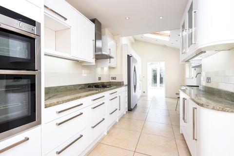 4 bedroom house to rent - Elborough Street London SW18