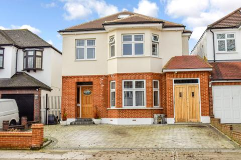 5 bedroom detached house for sale - Lake Rise, Romford, Essex, RM1