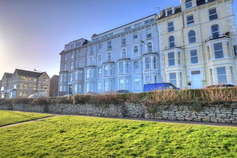 2 bedroom flat for sale - Royal Crescent, Bridlington, YO15 2PF