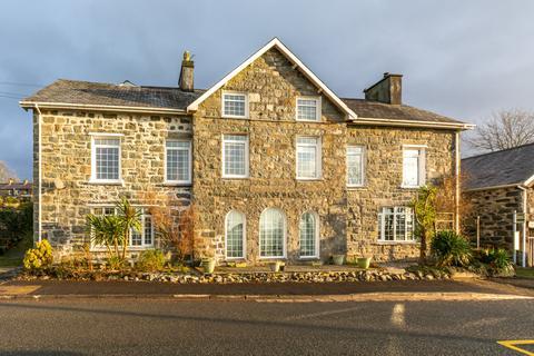 Restaurant for sale - Garndolbenmaen, Gwynedd, LL51