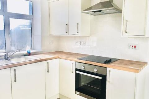 1 bedroom house share to rent - Savoy Parade, Enfield EN1