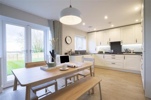 3 bedroom semi-detached house for sale - Faversham Lakes, Faversham, Kent