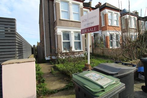 3 bedroom flat for sale - London, SE6