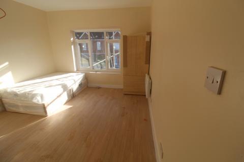 Studio to rent - Thornton heath, cr7