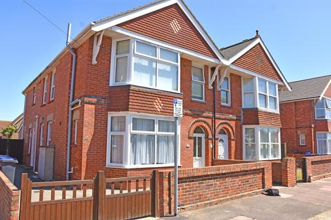 2 bedroom apartment to rent - Chatham Road, Worthing