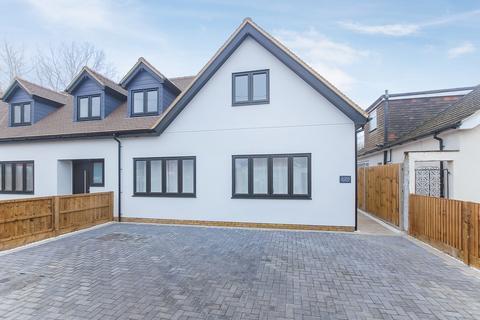 3 bedroom semi-detached house for sale - Lime Walk, Denham