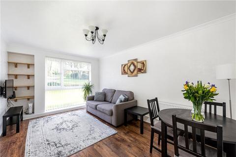 2 bedroom flat for sale - Hillside Close, Banstead, Surrey, SM7