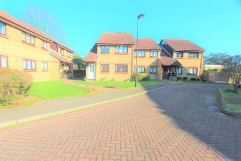 2 bedroom flat for sale - Haydon Close, Enfield