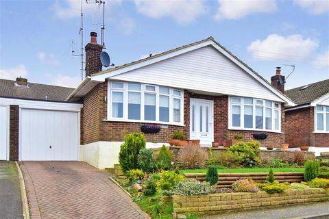 2 bedroom detached bungalow for sale - Mutton Hall Lane, Heathfield, East Sussex
