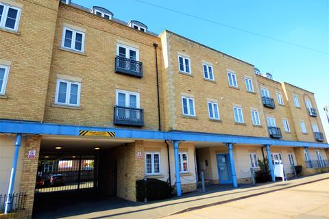 2 bedroom flat for sale - Woodlands Road, Wickford, Essex