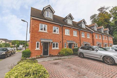 3 bedroom end of terrace house for sale - Denton Way, Langley, SL3 7DJ