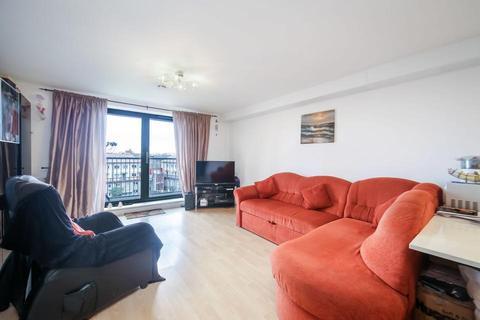 2 bedroom flat for sale - Crediton Road, London E16