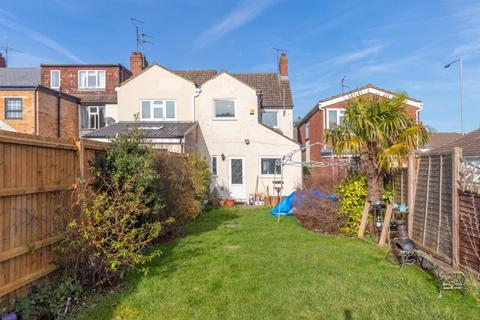 3 bedroom end of terrace house for sale - Luton Road, Dunstable
