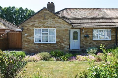 2 bedroom semi-detached bungalow for sale - Manor Close, Henfield